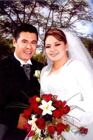 C.P. Saúl Rodríguez Ramírez y Dra. Ana María Sánchez Muñoz contrajeron matrimonio en civil el viernes 21 de diciembre de 2007. Estudio Reyes G.