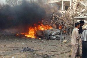 """Las autoridades paquistaníes han declarado el estado de """"alerta máxima"""" en todo el país para prevenir nuevos atentados."""
