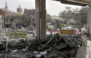 """La otra explosión tuvo lugar en un barrio residencial conocido como la """"ciudad modelo"""" de Lahore, y causó la muerte de al menos cuatro personas, entre ellas dos niños, según """"Geo TV""""."""