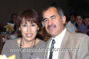 02032008 Gricelda de Huezero y Francisco Huezero, pasaron grata velada en pasado congreso de dentistas.