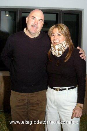 05032008 Hugo del Río Félix y su esposa Patricia André de Del Río.
