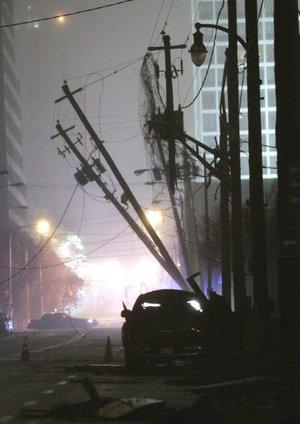 Varios miles de personas permanecen sin electricidad a causa del mal tiempo, según las autoridades.
