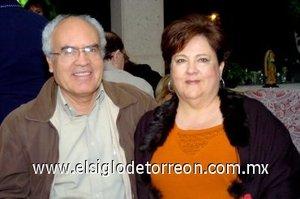 09032008 Antonio y Martha del Río, en una despedida de solteros.