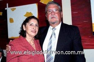 13032008 Beatriz de Varela y Manuel Varela Pérez, en una boda.