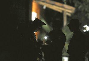 De acuerdo con los reportes locales, en el lugar del enfrentamiento quedaron tendidos, en un radio aproximado de 200 metros, los muertos, así como dos camionetas que resultaron severamente dañadas.