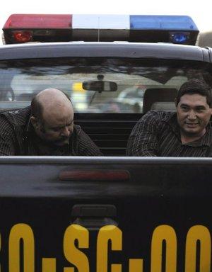 Fuentes de la Policía Nacional Civil informaron a los medios locales que Casanova Montes tendría 38 años y era originario de Nuevo Laredo, Tamaulipas, una de las plazas que controla el Cártel del Golfo. Mientras que  León Gómez habría sido detenido hace algunos años en Nuevo Laredo por la Policía local, luego de que se llevara a cabo un homicidio en esa ciudad fronteriza.
