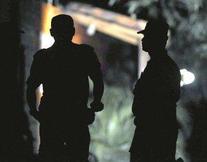 Los mexicanos detenidos fueron identificados como Roberto de León Gómez, Roberto Rodríguez Cárdenas y Luis Arturo Lugo Canciano; mientras que el lesionado responde al nombre de Arturo Damian Casanova Montes.
