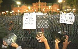 El ex presidente argentino Néstor Kirchner (2003-2007) convocó a un acto en Buenos Aires, en apoyo al Gobierno que encabeza su esposa y en repudio a la huelga comercial de los agropecuarios, dijo a la prensa el alcalde de la localidad de Florencio Varela, Julio Pereyra.