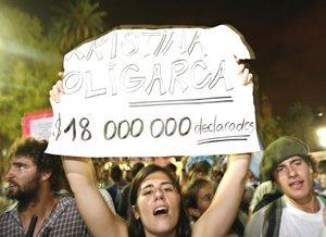 La última vez que se registró un cacerolazo en Buenos Aires fue en marzo del pasado año, cuando miles de vecinos salieron a las calles indignados para protestar por un gigantesco apagón que se prolongó durante más de 24 horas.