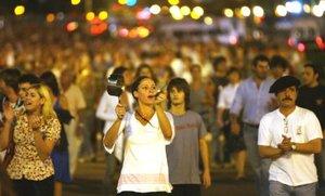 No sabemos qué vamos a lograr con esto, pero los cacerolazos ya bajaron a una presidencia, recordaron en alusión al mecanismo de protesta que se popularizó con la crisis de finales de 2001, que acabó con la renuncia de Fernando de la Rúa a la primera magistratura (1999-2001).