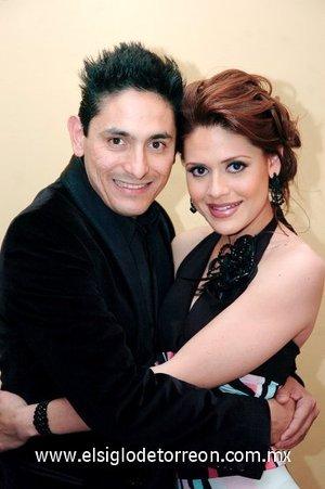 16032008 Aminjuan Dipp Soto y Marcela Lazalde Núñez quienes recientemente contrajeron nupcias por lo civil, en donde los acompañaron familiares y amigos.