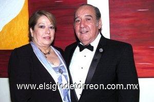 16032008 Blanca de Domínguez y Raúl Domínguez, padres del novio.