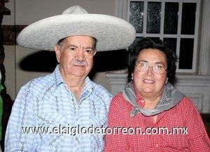 24032008 Don Rigoberto muy bien acompañado de su esposa Carmen Pinedo de Becerra.