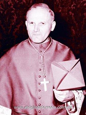 A los 9 años hizo la Primera Comunión, y a los 18 recibió la Confirmación. Terminados los estudios de enseñanza media en la escuela Marcin Wadowita de Wadowice, se matriculó en 1938 en la Universidad Jagellónica de Cracovia y en una escuela de teatro. continuó sus estudios en el seminario mayor de Cracovia, nuevamente abierto, y en la Facultad de Teología de la Universidad Jagellónica, hasta su ordenación sacerdotal en Cracovia el 1 de noviembre de 1946.