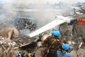 El 4 de octubre de 2007, un avión Antonov se estrelló en un populoso barrio de Kinshasa y causó 52 muertos. Dos meses antes, en un accidente parecido y también involucrando un Antonov, una veintena de personas perecieron en la población oriental de Kongolo.