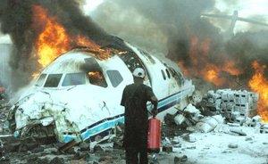 Un avión comercial con unas 80 personas a bordo se estrelló  en un vecindario de Goma durante un despegue fallido y dejó al menos 21 muertos tras incendiarse al chocar contra un bullicioso mercado.