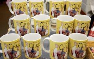 Los feligreses interesados en adquirir un recuerdo de la visita que comenzó en Estados Unidos el Papa Benedicto XVI lo tendrán difícil, dado que la Archidiócesis ha prohibido su venta en tiendas y puestos callejeros.
