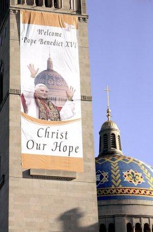 """Benedicto XVI dijo que su peregrinación es un encuentro con """"un gran pueblo y una gran Iglesia"""", y habló sobre el modelo estadounidense de valores religiosos dentro del sistema de separación de Iglesia y Estado."""