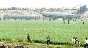 En 1997 tuvo lugar el accidente de tren más grave de China en los últimos años, con otra colisión por un error humano en la provincia central de Hunan que dejó 126 muertos y cerca de 200 heridos.