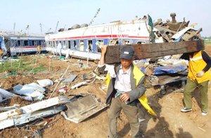 El accidente ha interrumpido el tráfico ferroviario entre Jinan y Qingdao, una ruta crucial en la provincia, al ser la segunda de estas localidades el quinto puerto de China por tráfico de mercancías.