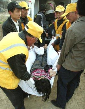 El enorme número de víctimas obligó a recurrir a la mayoría de centros de la zona, y unos 35 hospitales acogen a los heridos, según informó el Centro de Emergencias de Shandong.