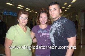 01052008 Fito Padilla viajó a Los Ángeles y lo despidieron Aillen Arias y Oralia Torres