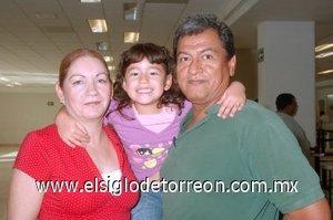 01052008 Irma Carrillo y Estefanía Aramburo viajaron a Tijuana y las despidió Omar Aramburo