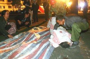 Unas dos mil 300 personas siguen sepultadas en Deyang, 920 de ellas estudiantes, ya que se derrumbó el centro escolar donde se encontraban.