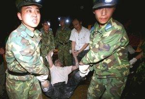 Según fuentes de organizaciones humanitarias presentes en la zona, la población de las zonas afectadas sufrió gran estado de ansiedad y cuadros psicológicos ante la tragedia, lo mismo que en numerosas ciudades como Pekín, donde los edificios de oficinas fueron evacuados.