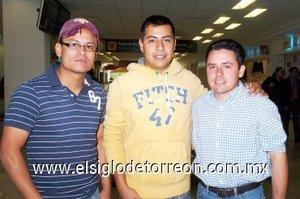 03052008 Medrado Villarreal y Jorge Duarte viajaron a Cancún, fueron despedidos por Antonio Solís.