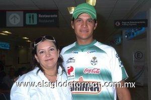 04052008 Ricardo Magallanes y María Teresa Zamudio, viajaron a la ciudad de Tijuana, Baja California.