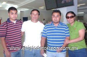 05052008 Benjamín, Luis Enrique Villegas, Eduardo y María del Carmen Ramírez, viajaron a Tijuana.