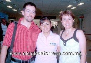 06052008 Salió a Hermosillo, Sonora, Christian Viesca y fue despedido por Ana Anguiano y Marilú Mier