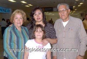 08052008 Viajaron rumbo a Los Ángeles, California, Mariela Blanchet, Norma Mora, Micaela de la Hoya y Raymundo Mora.