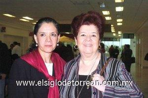 09052008 Leticia Cruz llegó desde la Ciudad de México y la recibió Teresa Dávila