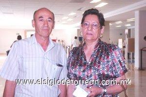 12052008 Jacinto López y Consuelo Pérez López tomaron un vuelo rumbo a Mexicali, Baja California.