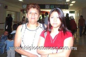 12052008 Olga Miriam Lorenzo viajó a Tijuana, Baja California, la despidió Alicia González.