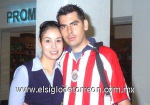 13052008 A México partieron Abraham y Verónica Yazmín Silva.