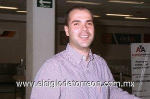 13052008 Ismael Gutiérrez salió rumbo a Buenos Aires, Argentina.