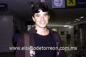 14052008 Ulises Guerrero llegó de la Ciudad de México.