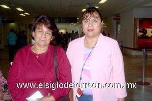 17052008 María de los Ángeles Alvarado viajó a Tijuana y fue despedida por Marina Rivera
