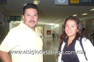 20252008 Adriana Celedón llegó desde México, DF., la recibió Óscar Parra.