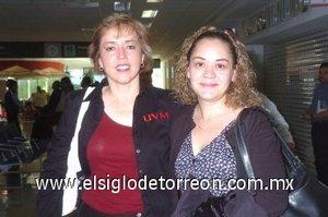 20252008 De México llegó Berrelleza y fue recibida por Martha Silvia Argüelles.