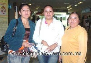 20252008 Se marcharon a Santo Domingo en República Dominicana, Francisca Saucedo, Sonia Balderas y San Juana Luna.