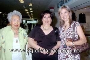 21052008 Socorro Meredith llegó de Salt Lake Utah, Estados Unidos, y fue recibida por su hija Socorro Meredith y Liz Carmona