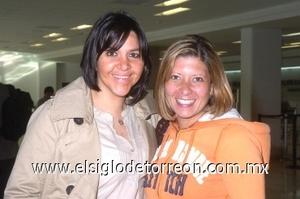23052008 Claudia Farjat y Lizdah Bernal llegaron de la Ciudad de México