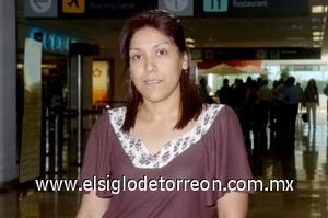 23052008 Gina Salas tomó un vuelo rumbo a la ciudad norteamericana, San Diego, California
