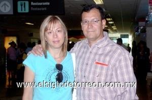 23052008 Se marchó a Guadalajara Daniel González, lo despidió Sofía Towns