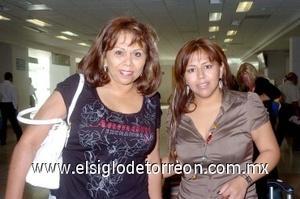 24052008 Viajaron a México, DF, Alma Medina y María González