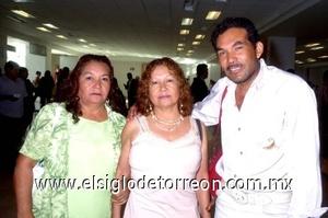 26052008 Teresa y Juanis Puga se despidieron de Miguel Ángel Montes, por su viaje a Tijuana, Baja California.